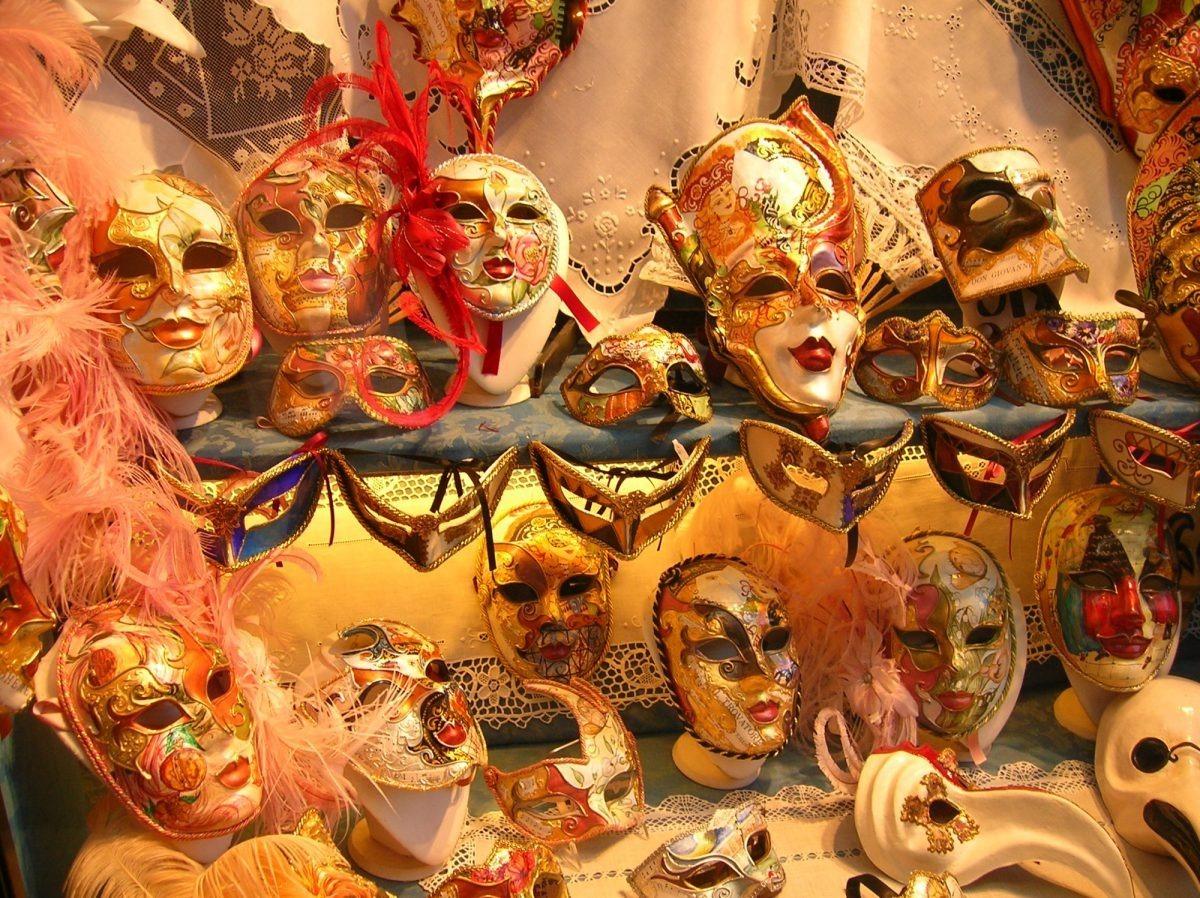 Le coloratissime maschere veneziane
